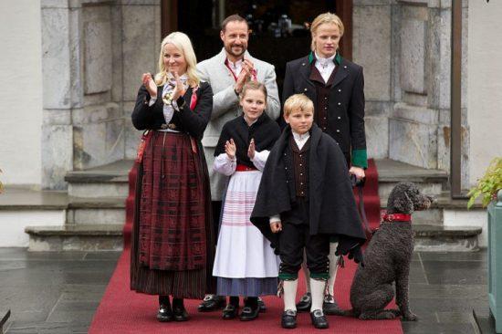 Royal_hond_zet_je_voor_gek_Noorwegen