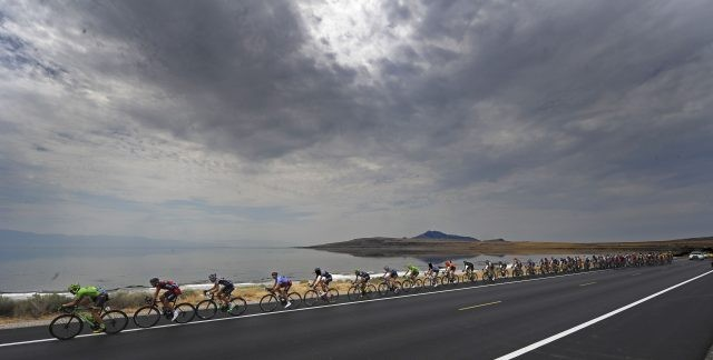 De renners verlaten het schiereiland Antelope Island
